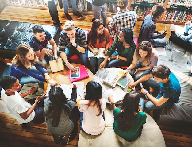 Sala de aula do colega que compartilha do conceito internacional do amigo