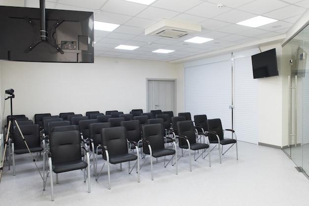 Sala de aula vazia interior