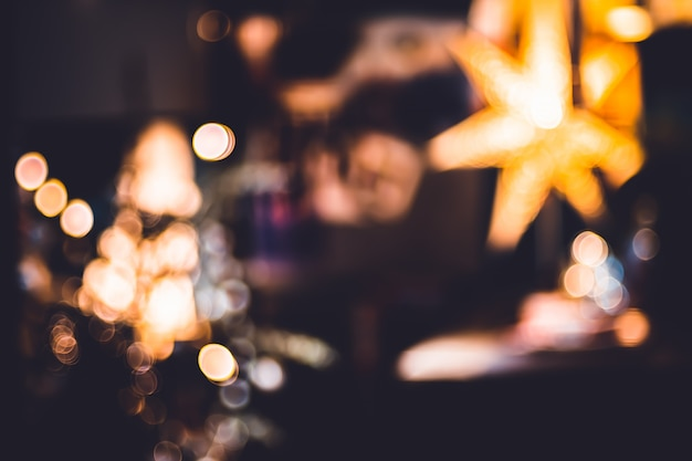 Sala de bokeh abstrata decorar com luzes de bola e corda em chrismas da noite