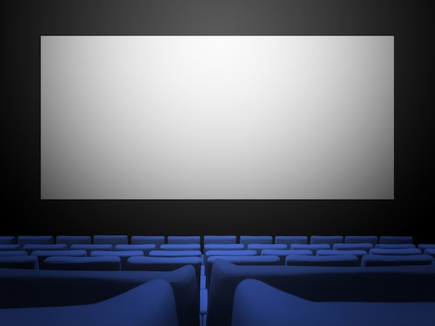 Sala de cinema com assentos de veludo azul e uma tela branca em branco.