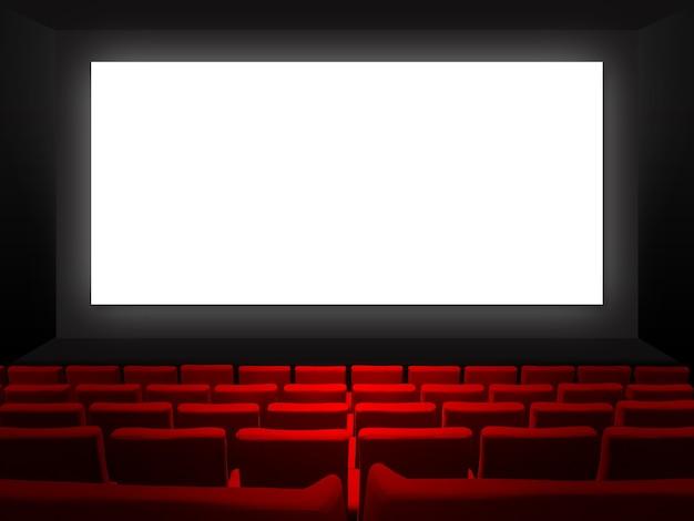 Sala de cinema com assentos de veludo vermelho e uma tela branca em branco.