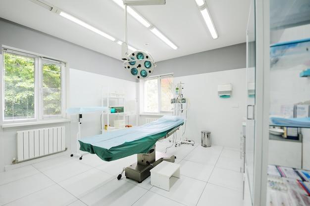 Sala de cirurgia no departamento cirúrgico da policlínica