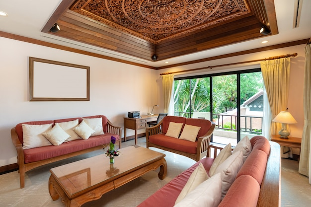 Sala de estar da piscina tailandesa balinesa villa