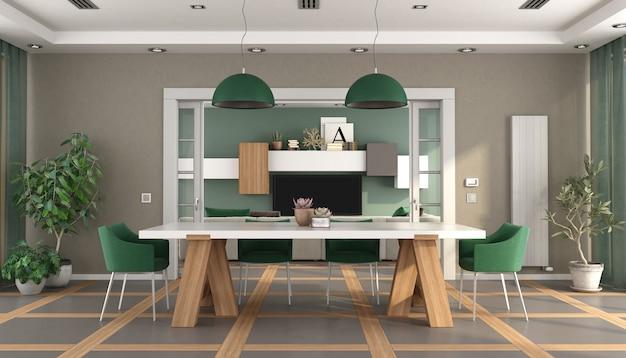 Sala de jantar verde e marrom com televisão