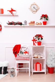 Sala de natal decorada.
