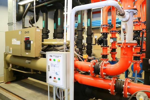 Sala de planta de resfriamento industrial.