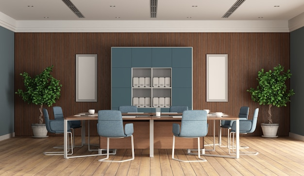 Sala de reuniões moderna com móveis azuis e painel de madeira no fundo