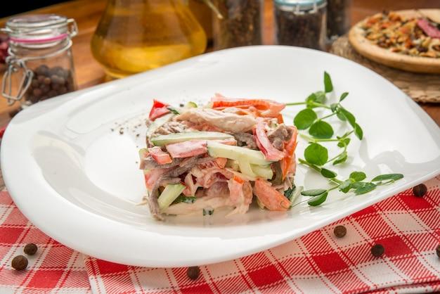 Salada caesar clássica saudável fresca