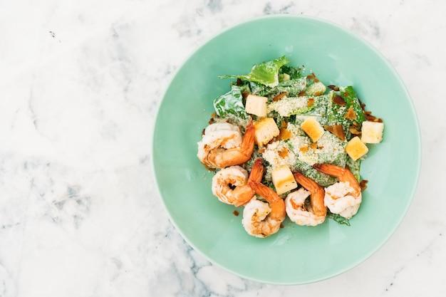Salada caesar com camarão ou camarão