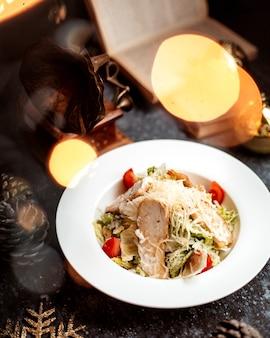 Salada caesar com filé de frango