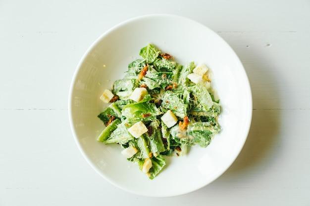 Salada caesar grelhada