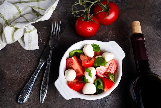 Salada caprese italiana fresca