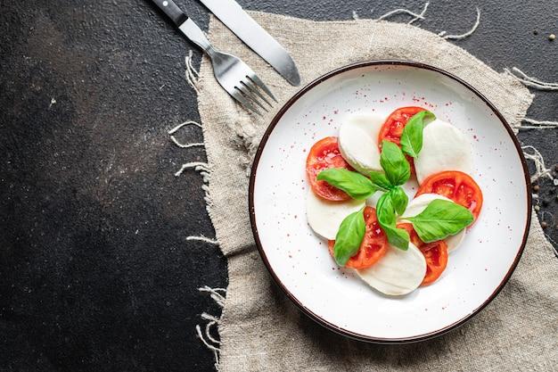 Salada caprese mussarela queijo tomate refeição lanche cópia espaço comida fundo vista superior rústica