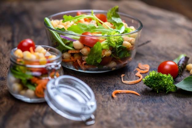Salada caseira saudável