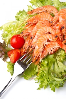 Salada com camarão fresco