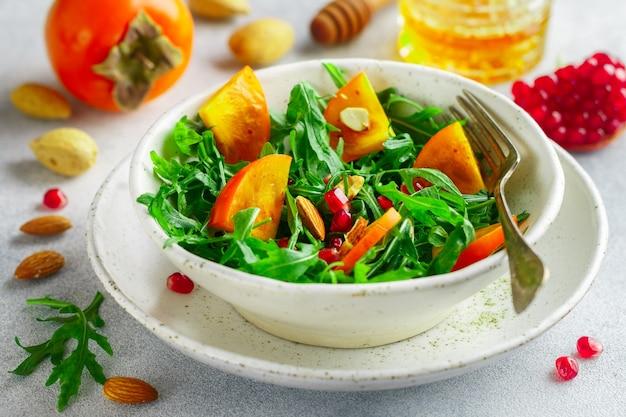 Salada com caqui frito