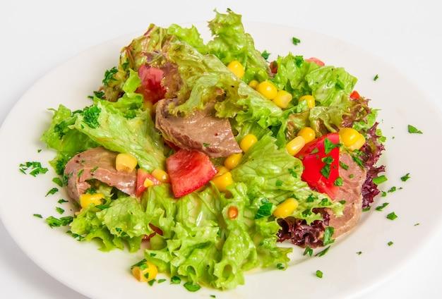 Salada com carne cozida