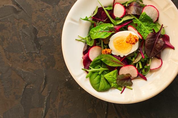 Salada com folhas de alface