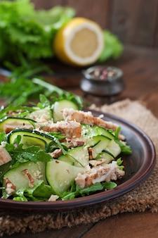 Salada com frango e abobrinha