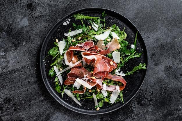 Salada com jamon serrano, presunto, rúcula e queijo parmesão