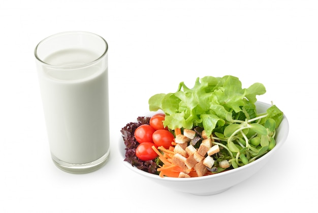 Salada com leite em branco