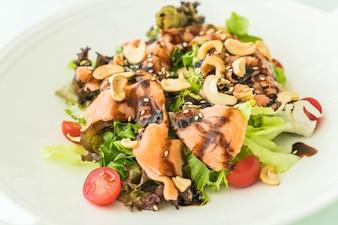 Salada com salmão fuma