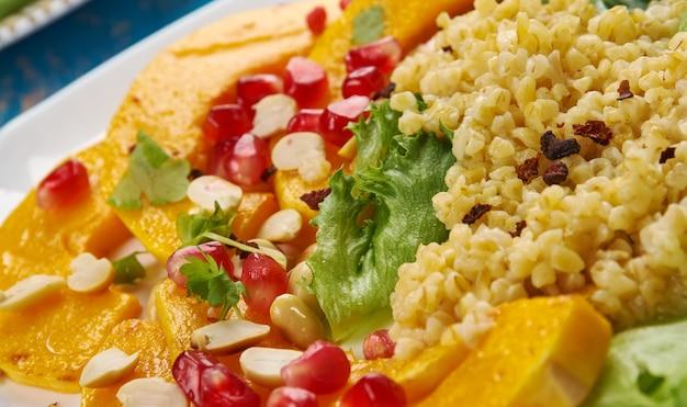 Salada de abóbora delicata assada com bulgur