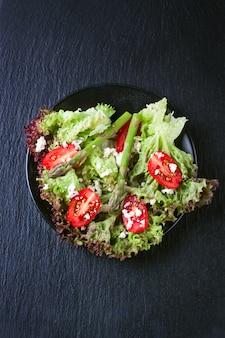 Salada de alface com tomates