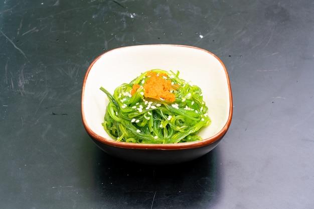 Salada de algas japonesas