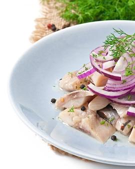 Salada de arenque com cebola