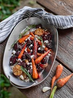Salada de beterraba com cenoura e alho