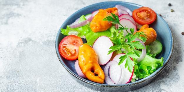 Salada de caranguejo garras vegetais frutos do mar surimi caranguejo palitos tomate pepino alface