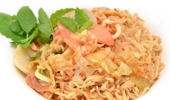 Salada de carne de porco picante, comida de estilo tailandês Ásia