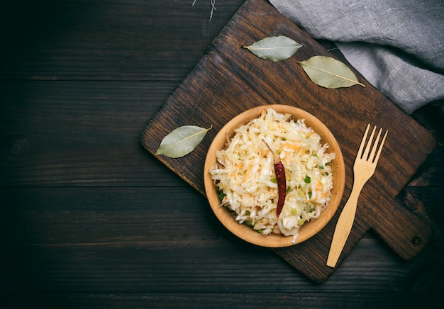 Salada de chucrute, cenoura e cebola verde