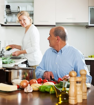 Salada de culinária familiar em casa