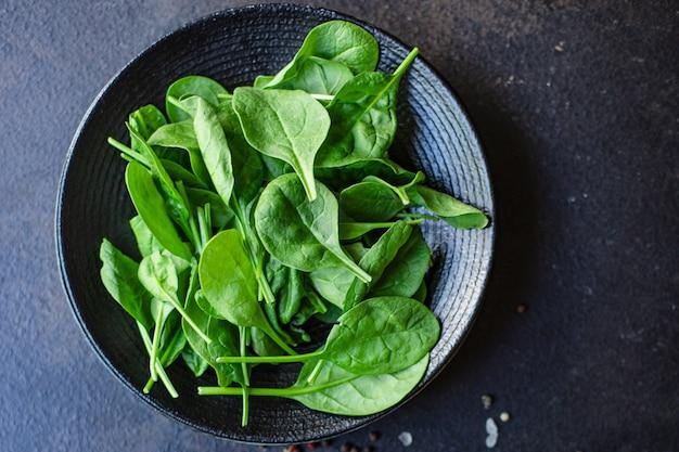 Salada de espinafre, folhas suculentas, salada orgânica, tamanho da porção