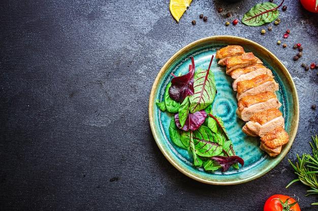 Salada de filé de peito de pato
