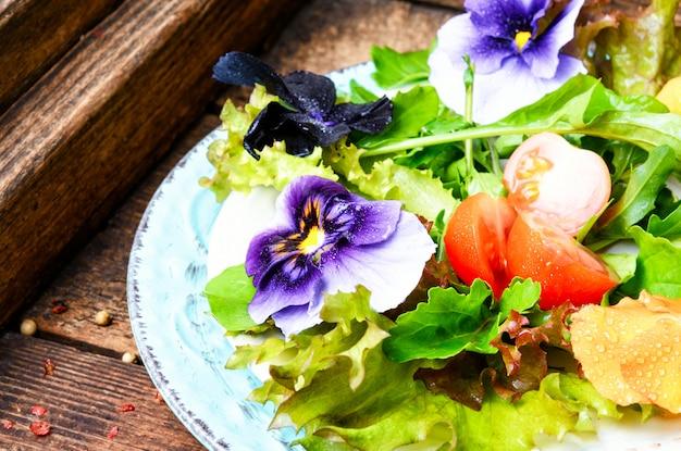 Salada de flores de desintoxicação