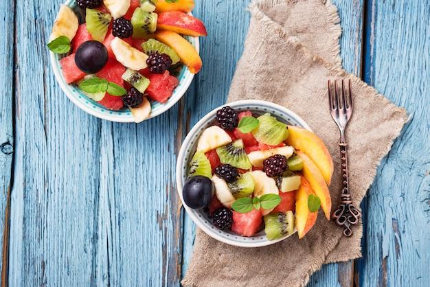 Salada de frutas com melancia, banana e kiwi