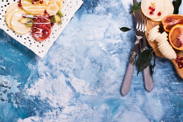 Salada de frutas de verão, vista superior