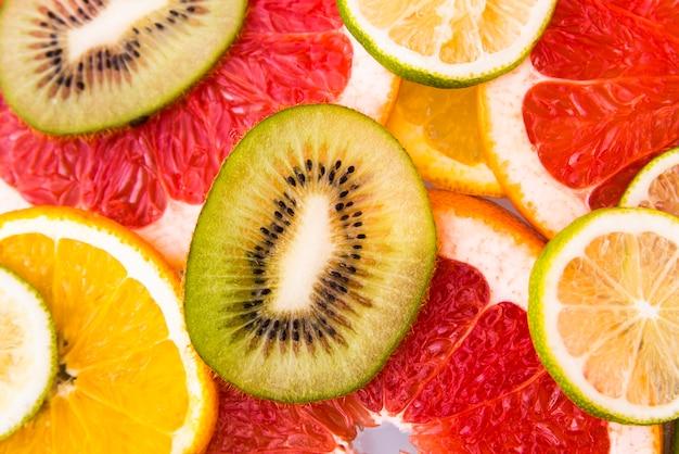 Salada de frutas frescas fatiadas