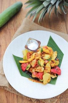 Salada de frutas indonésia