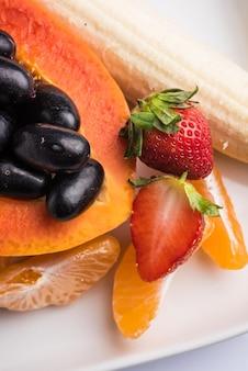 Salada de frutas ou corte de frutas café da manhã dietético saudável