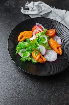 Salada de frutos do mar vegetais e garras de caranguejo, surimi crab em palitos