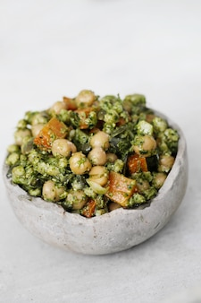 Salada de grão de bico e abacate