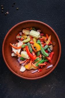 Salada de legumes congelados