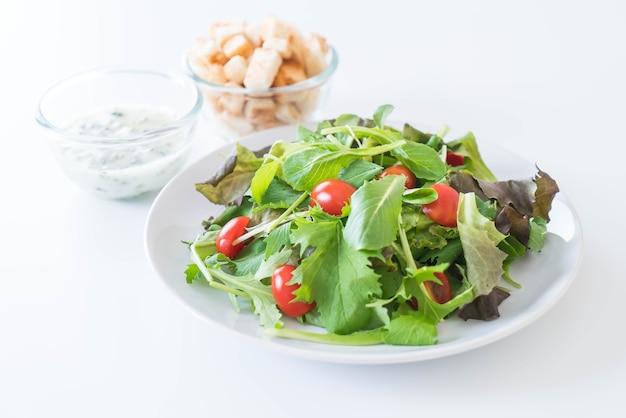 Salada de legumes frescos