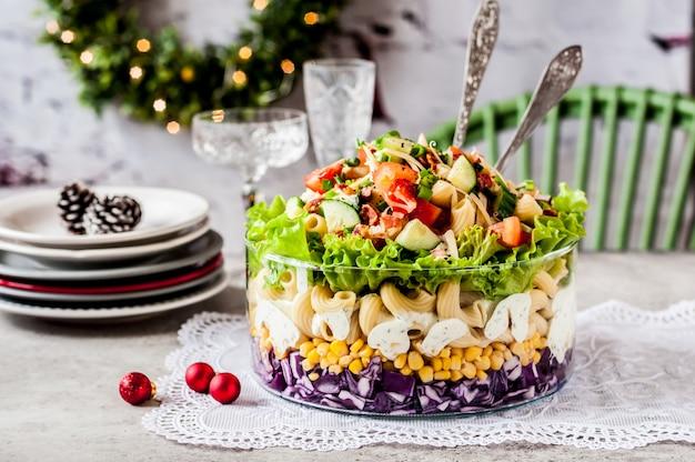 Salada de macarrão de natal