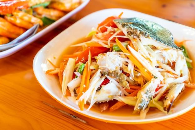 Salada de mamão com siri azul