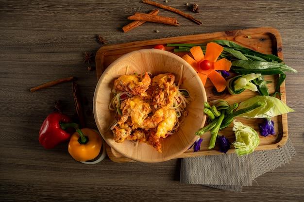 Salada de mamão comida tailandesa